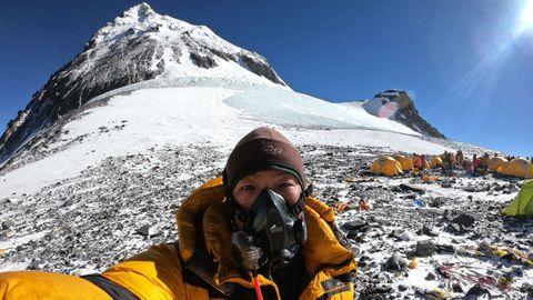Lakpa llegó tres veces a la cima del Everest, vivió allí el mayor atasco de la historia en el 2019 pero logró volver tras verse morir