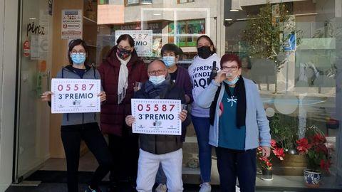 Lotería del Niño 2021 en Galicia:Lotería del Niño 2021 en Galicia:José Antonio Verde, gerente del bar Pósito de Moaña, que vendió al menos un décimo del tercer premio