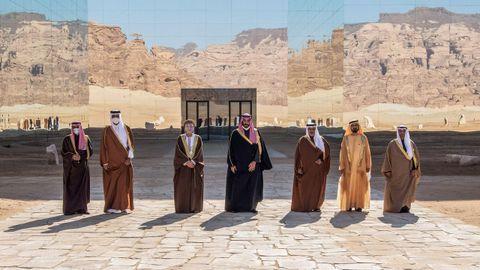 De izquierda a derecha, el emir de Kuwait Sheikh Nawaf, el exemir Al Ahmad al Jaber al Sabah; el emir de Catar, Tamim bin Hamad bin Khalifa Al-Thani; el primer ministro de Omán, Fahd Bin Mahmud; el príncipe saudí Mohamed bin Salman; el heredero de Baréin, Salman bin Hamad, y el primer ministro de Dubái, Mohamed bin Rashid al-Maktoum, durante la reunión del Consejo de Cooperación del Golfo.