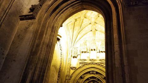 Una de las puertas de la Catedral de San Salvador de Oviedo