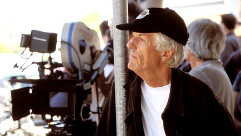 Apted, en el rodaje de «Nunca más» (2002)