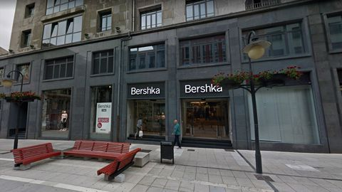 Tienda Bershka del grupo Inditex en Oviedo. El grupo cerrará este local dentro de su plan de reestructuración