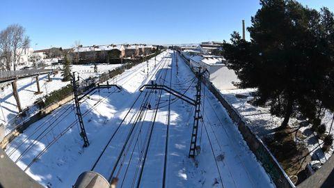 Vías cubiertas de nieve en la línea de Cercanías de Alcalá de Henares