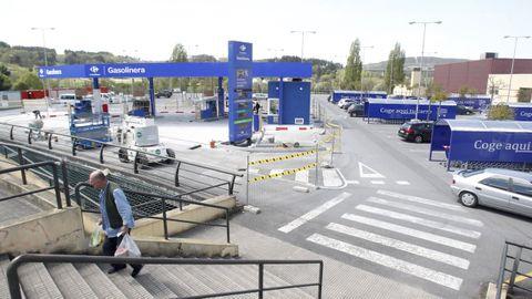 La gasolinera de Carrefour, durante su construcción en el año 2015