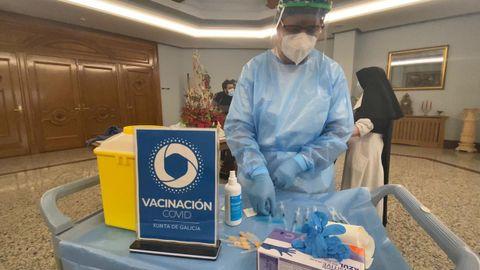 Loli Sánchez, nunha ronda de vacinación nas residencias sociosanitarias de Ourense