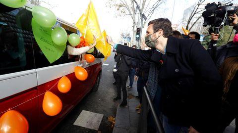 Pablo Casado, líder del PP, apoyó las protestas de Más Plurales contra la Lomloe y anunció medidas en las autonomías gobernadas por el PP (como Galicia) para atrasar la aplicación de la normativa