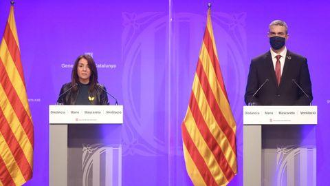 La portavoz del Gobierno catalán, Meritxell Budó, y el consejero de Acción Exterior, Relaciones Institucionales y Transparencia, Bernat Solé, responsable de la convocatoria electoral