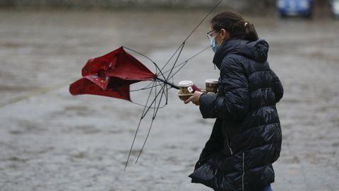 Las fuertes precipitaciones registradas en Compostela por la mañana fueron perdiendo intensidad a lo largo del día