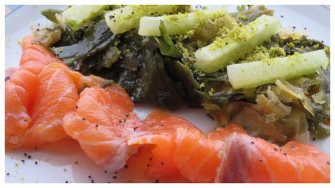 Salmón marinado con salsa ponzu y ensalada de algas de Jimena Meije (María Manuela, en Vigo)