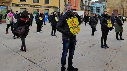 Concentración del sector de la peluquería por la bajada del IVA al 10%, hoy, en Oviedo