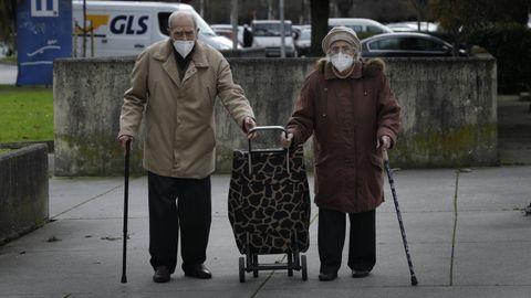 Una pareja de ancianos en A Coruña