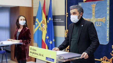 El consejero de Medio Rural y Cohesión Territorial, Alejandro Calvo, con la portavoz del Gobierno asturiano, Melania Álvarez, durante una rueda de prensa