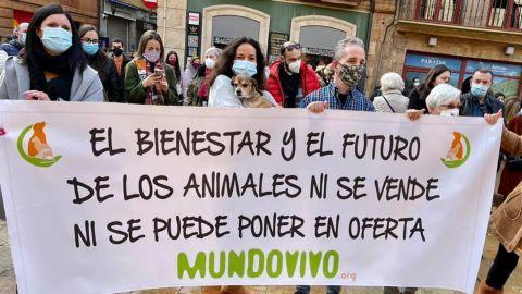 Participantes de la manifestación contra la cesión del albergue municipal