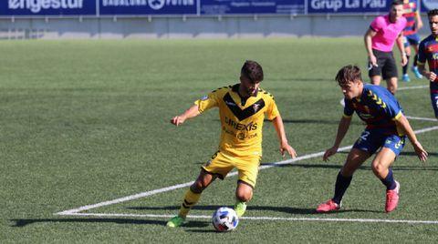 Meléndez, de amarillo, en un partido ante el Llagostera