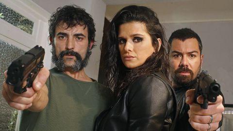 Lito (Alberto Rolán), Cecilia (Sabela Arán) y Tuco (David Seijo) son los sicarios que hacen el trabajo sucio del clan de los Canosa. Con ellos, la acción está asegurada