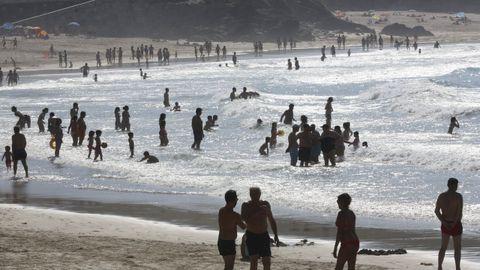 La playa de Malpica, en la ola de calor del 2017