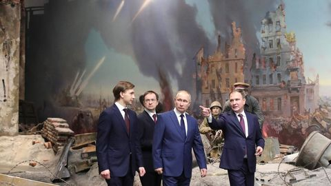 Putin visitó este miércoles el Museo de la Victoria, en el 77 aniversario del asedio a Leningrado durante la Segunda Guerra Mundial