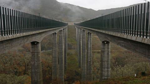 El viaducto de Teixeiras, en la línea de alta velocidad a Galicia, que debe ponerse en servicio este año