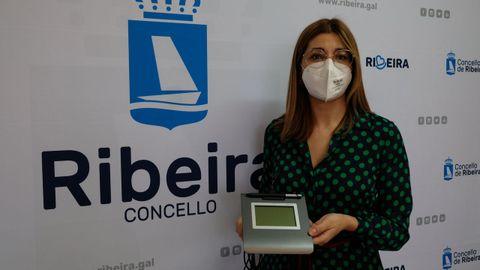Ana Barreiro, concejala de Innovación Tecnolóxica, presentó las nuevas tabletas electrónicas que se usarán en la Oficina de Atención Cidadá