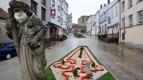 La escultura de Santiago en Palas con la mascarilla