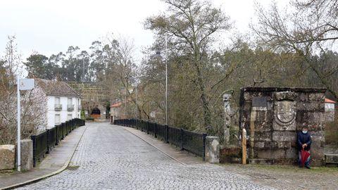 El puente de  Os Padriños  hace de frontera entre Vilanova y Ribadumia