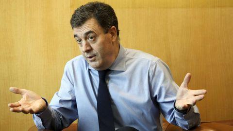 O conselleiro Román Rodríguez apunta que só 26 dos 1.100 centros públicos non teñen en funcionamento a aula virtual