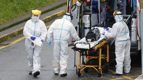 Los traslados e ingresos covid se suceden estos días en el hospital Montecelo, en Pontevedra