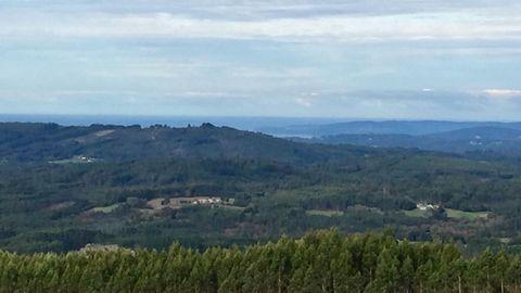 Cordal de Serrón Gordo, desde donde se divisa gran parte de las provincias de A Coruña y Lugo