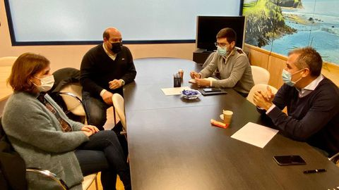 La reunión se celebró en la sede del PP de Pontevedra