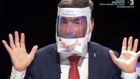 Joan Canadell, número dos de la lista de Puigdemont, presentando en TV3 su mascarilla 100% catalana
