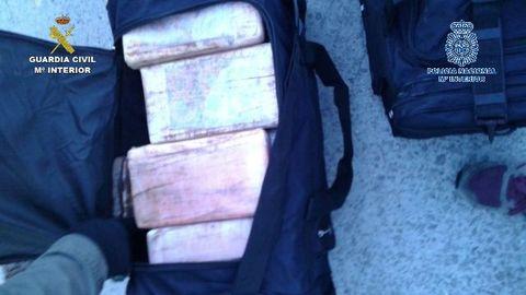 Operación Bodeguilla. 497 kilos de cocaína, en 448 bultos repartidos en mochilas negras, cruzaron el Atlántico, desde Brasil, en el buque Maersk León.