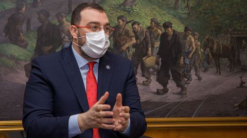 Barbón defiende que Asturias está preparada para vacunar «los días y las horas que hagan falta».