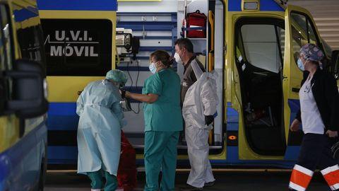 Chuac, llegada de ambulancias a Urgencias