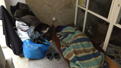 Un indigente durmiendo en la calle, en una imagen de archivo