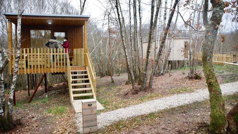Cabanas das Chousas es un complejo con tres cabañas construidas en madera
