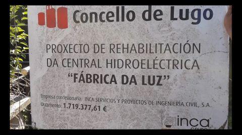 Cartel anunciando la reforma de la Fábrica de la Luz