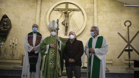 Mudarra con el obispo en la iglesia de San Francisco Javier