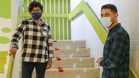 Míriam Vica y Marcos Hofkaamp son mediadores sociales en el municipio de Maside