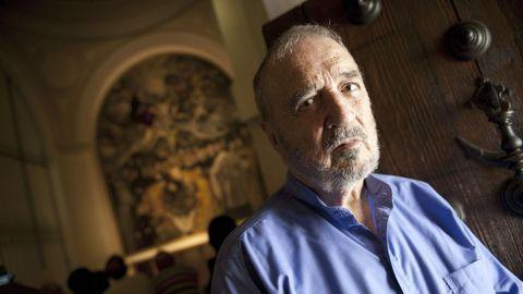 El guionista francés Jean-Claude Carrière (1931), en Toledo, en el 2011, ante el lienzo del Greco «El entierro del conde Orgaz»