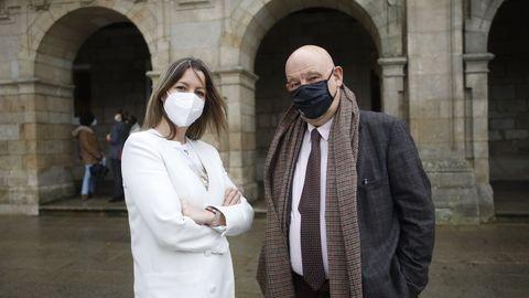Lara Méndez y Vázquez Mao delante del Concello de Lugo