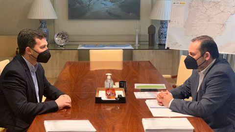 El ministro de Transportes, José Luis Ábalos, y el líder del PSdeG, Gonzalo Caballero