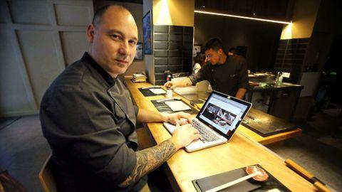 Andrés Médici, de PurOsushi (Vigo) explica que en el país nipón es imposible encontrar restaurantes japoneses como los que conocemos en Galicia