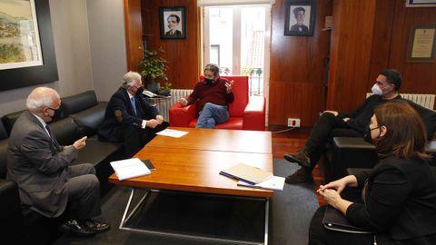 Lores recibió a representantes de la empresa que creará la plataforma digital, encabezados por José Manuel Fernández Alvariño