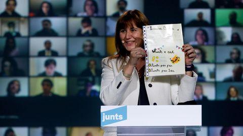 La candidata de JxCat a la presidencia de la Generalitat, Laura Borràs, durante el acto de final de campaña en Barcelona