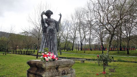 Escultura de la Bella Otero, Valga