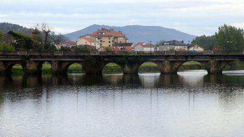 El puente romano que separa Padrón y Pontecesures es una de las postales imprescindibles en el municipio