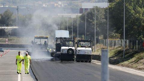 Trabajos de asfaltado en Ourense, en una foto de archivo