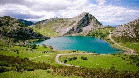 Carretera  CO-04, en los lagos de Covadonga