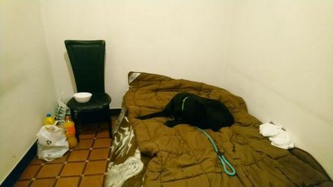 Habitación sin ventanas en un piso de Ronda de Outeiro alquilada a una mujer sin hogar este mes por 280 euros al mes