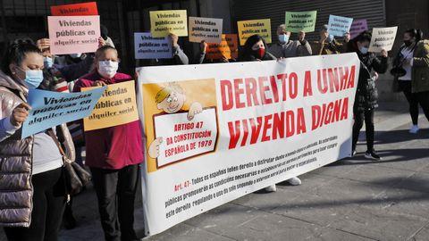 Imagen de archivo de los chabolistas de Navia en una protesta en enero de este año